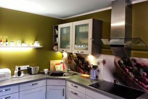 Komplette Sanierung der Küche. Dazu wurden die Wand- und Deckenflächen glatt bearbeitet.